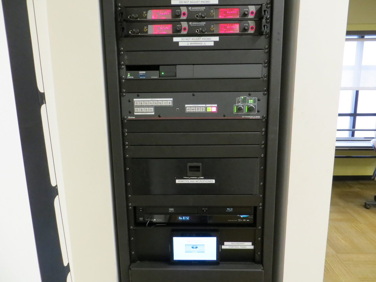 Audiovisual equipment rack